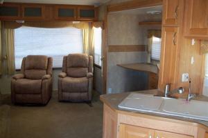 2008 Gulf Stream Coach Canyon Trail Sedona 34FBRW102_5164_1067x800
